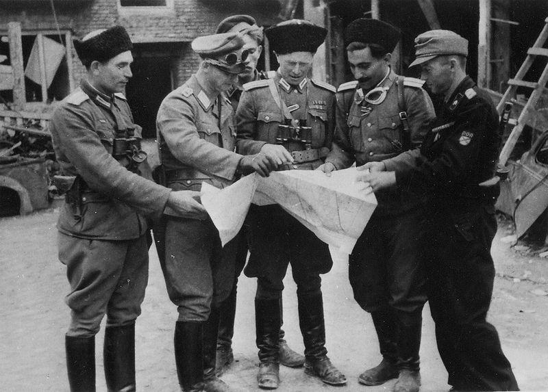 Zdjęcie zrobione w sierpniu 1944 roku podczas pacyfikacji Powstania Warszawskiego