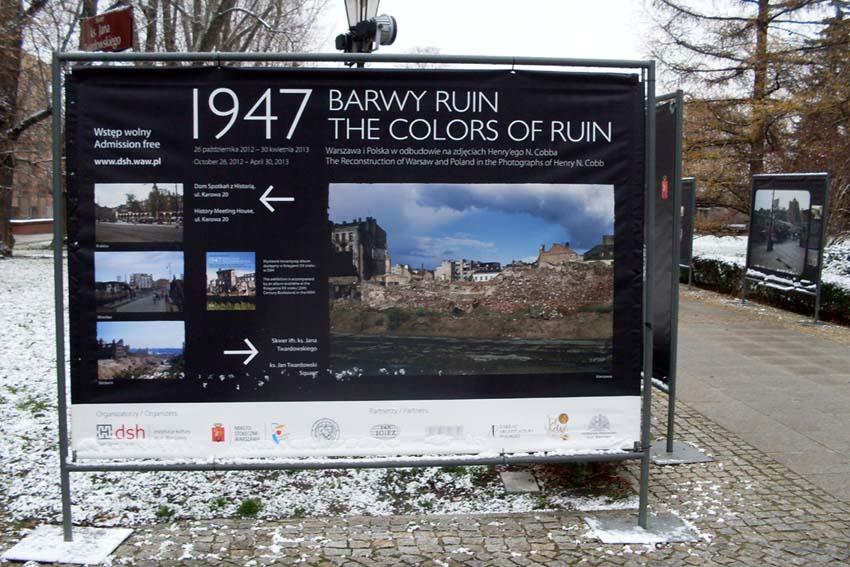 """Plansza początkowa wystawy """"1947 Kolory ruin"""", Warszawa 3.12.2012 r."""