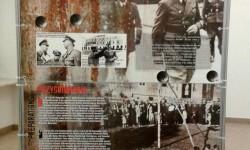 """Plansza wystawy """"Sonderlaboratorium SS. Zamojszczyzna """"pierwszy obszar osiedleńczy"""" w Generalnym Gubernatorstwie""""."""