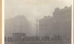 Dym z płonącego getta na zbiegu ulic Międzyparkowej, Bonifraterskiej i Przebieg. Fot.: Stanisław Baranowski. Źródło: Warszawa1939.pl