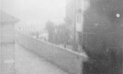 Niemieccy żołnierze w pobliżu muru getta na Okopowej w czasie powstania w getcie warszawskim. Foto.: Leszek Grzewaczewski, ©United States Holocaust Memorial Museum