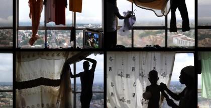 Mikhael Subotzky and Patrick Waterhouse, Okna, Ponte City [Windows, Ponte City] (detal), 2008-2010. © Mikhael Subotzky and Patrick Waterhouse. Za zgodą Goodman Gallery, Johannesburg.