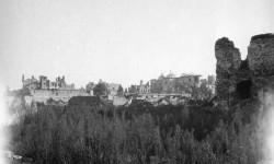 Fot. Stanisław Doktorowicz-Hrebnicki, Fragment ruin Nowego Miasta w 1945 roku.