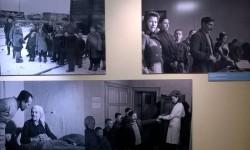 Seria zdjęć o rodzinie repatriantów przybyłych do Wrocławia  na wystawie John Vachon. Trzy razy Polska