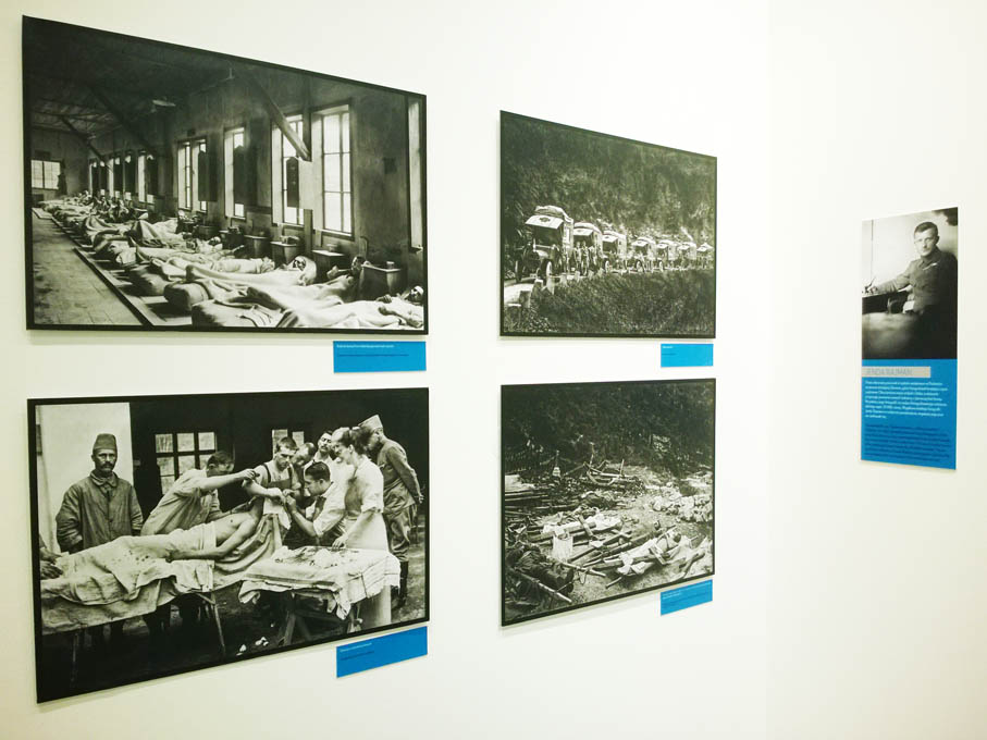 """Wystawa """"Fotografowie I wojny: Brož, Myšička, Rajman"""". Fotografie Jendy Rejmana."""