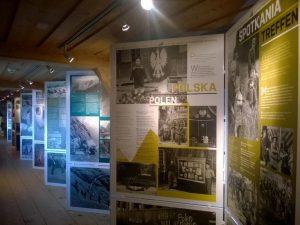 """Wystawa """"Polskie drogi przez Szwajcarię"""" w Muzeum Polskim w Rapperswilu, fot. T. Stempowski"""