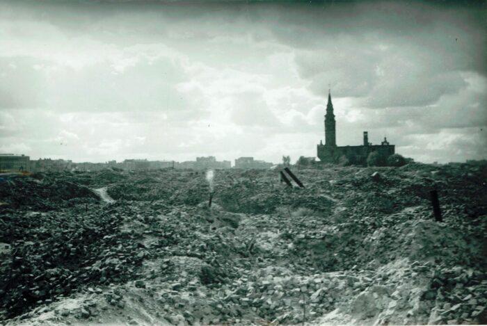 Piekielnie żywotne miejsce: Warszawa lat 1945-1948 na zdjęciach zagranicznych fotografów