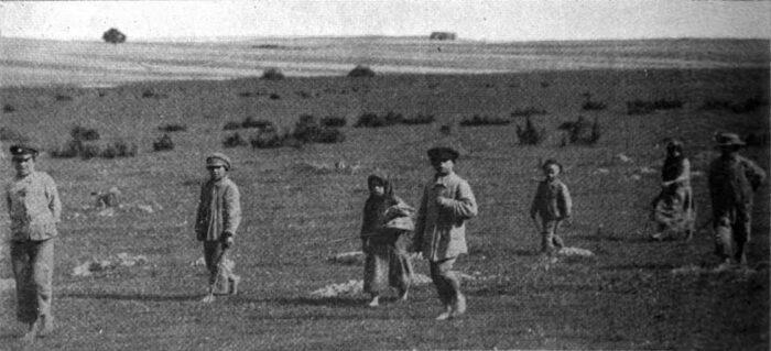"""""""Warunki są bardzo złe w tym kraju"""". Zdjęcia organizacji humanitarnych w Polsce na początku lat 20. XX w."""